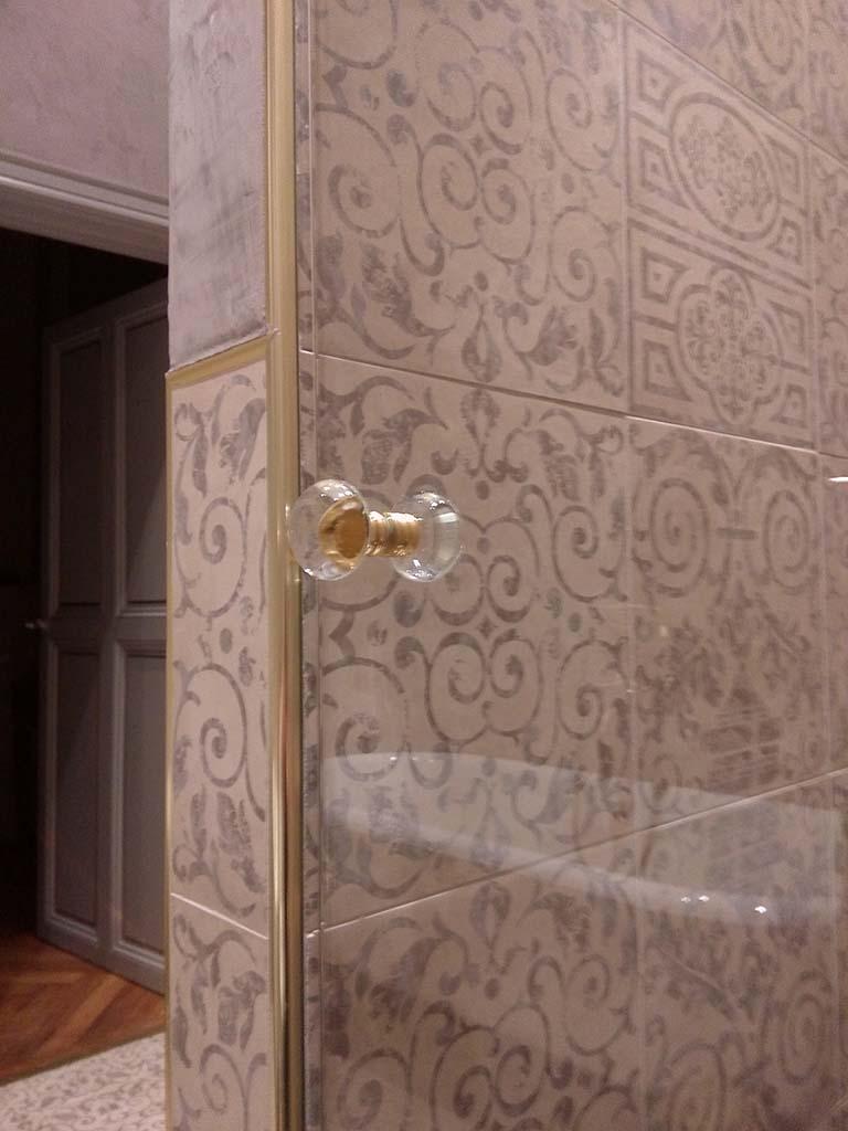 Bouton de porte finition translucide et doré