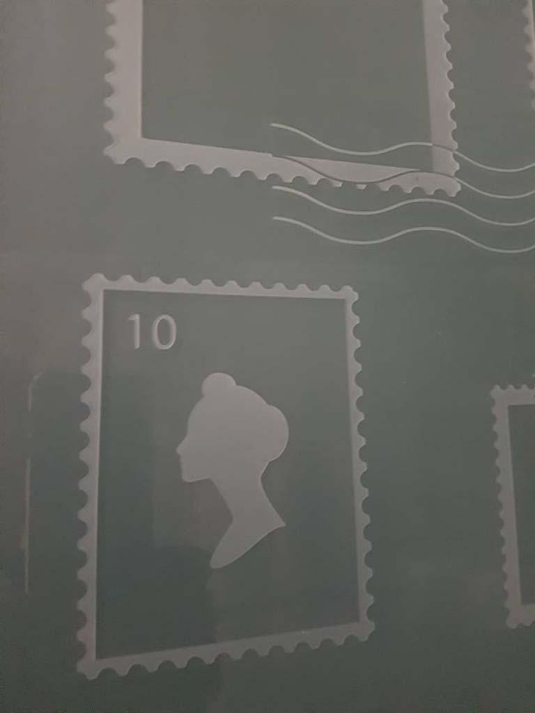 Gravure timbres sur verre feuilleté opal