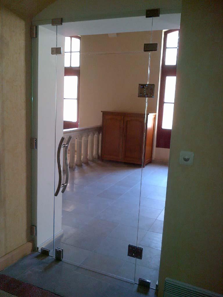 Porte en verre trempé clair avec charnières, poignée et serrure