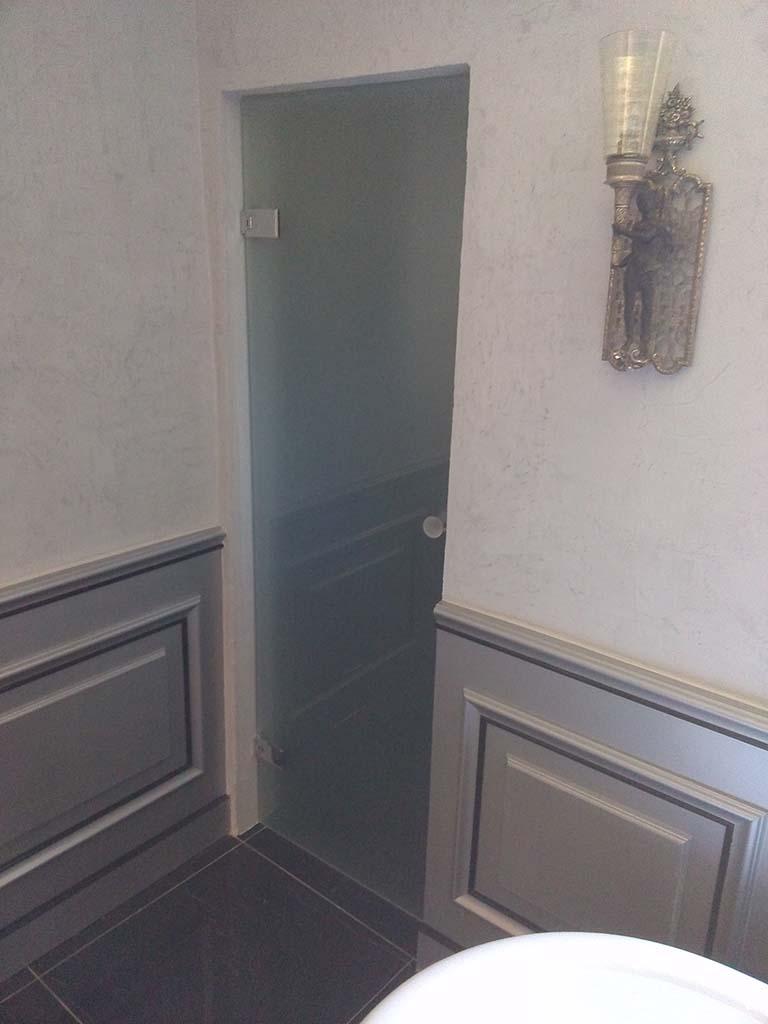 Porte en verre trempé dépoli et bouton de porte
