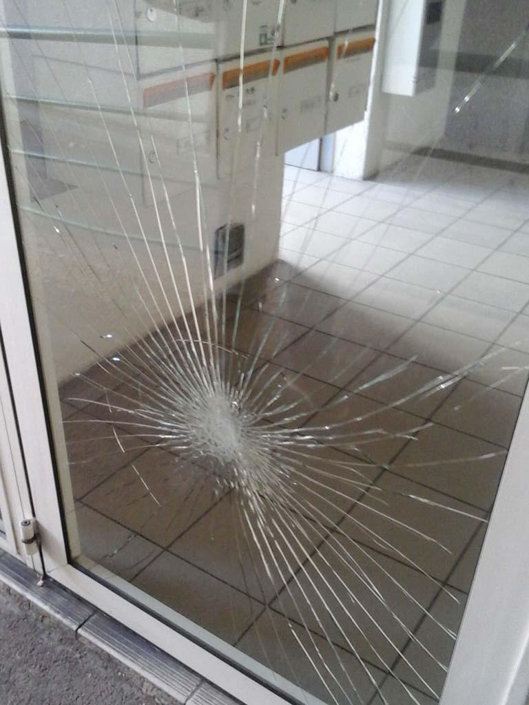 Vitre cassée : remplacement de verre feuilleté