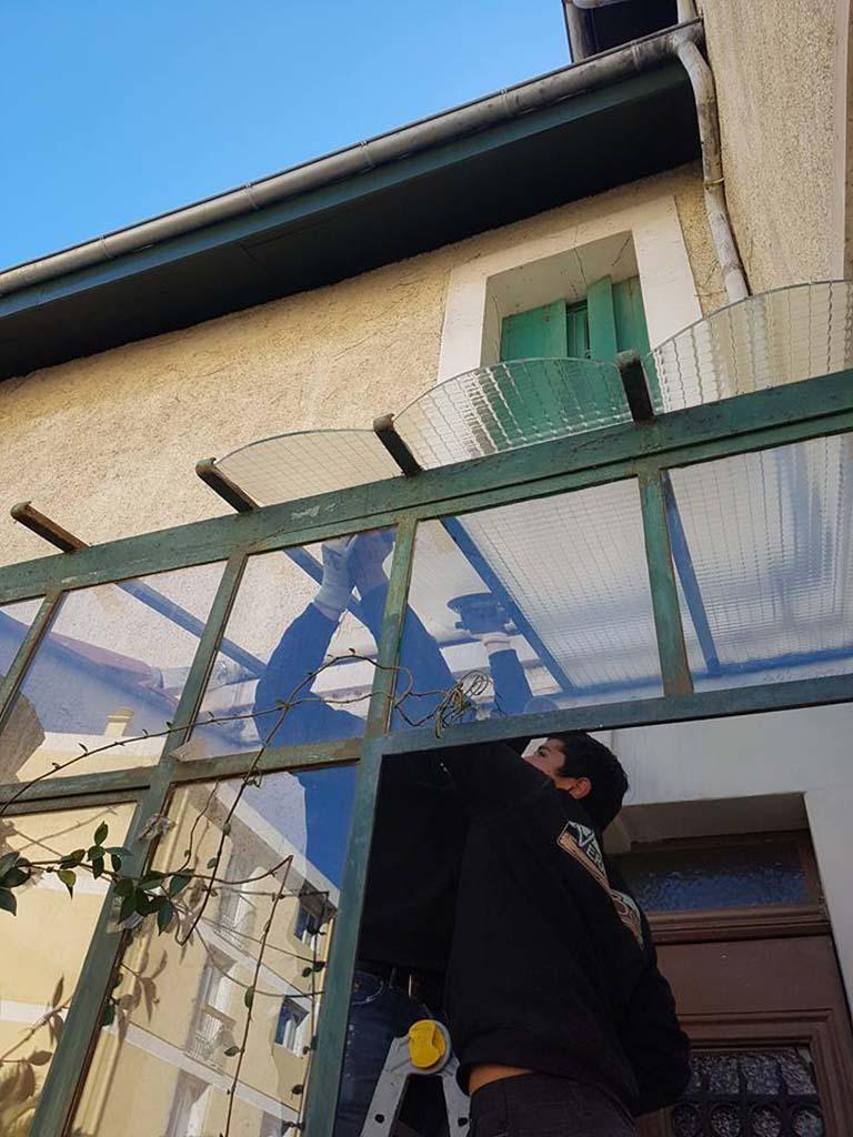Casse de vitre : remplacement verre armé sur verrière en métal