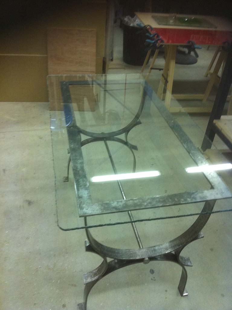 table en ver sur pied en fer forgés