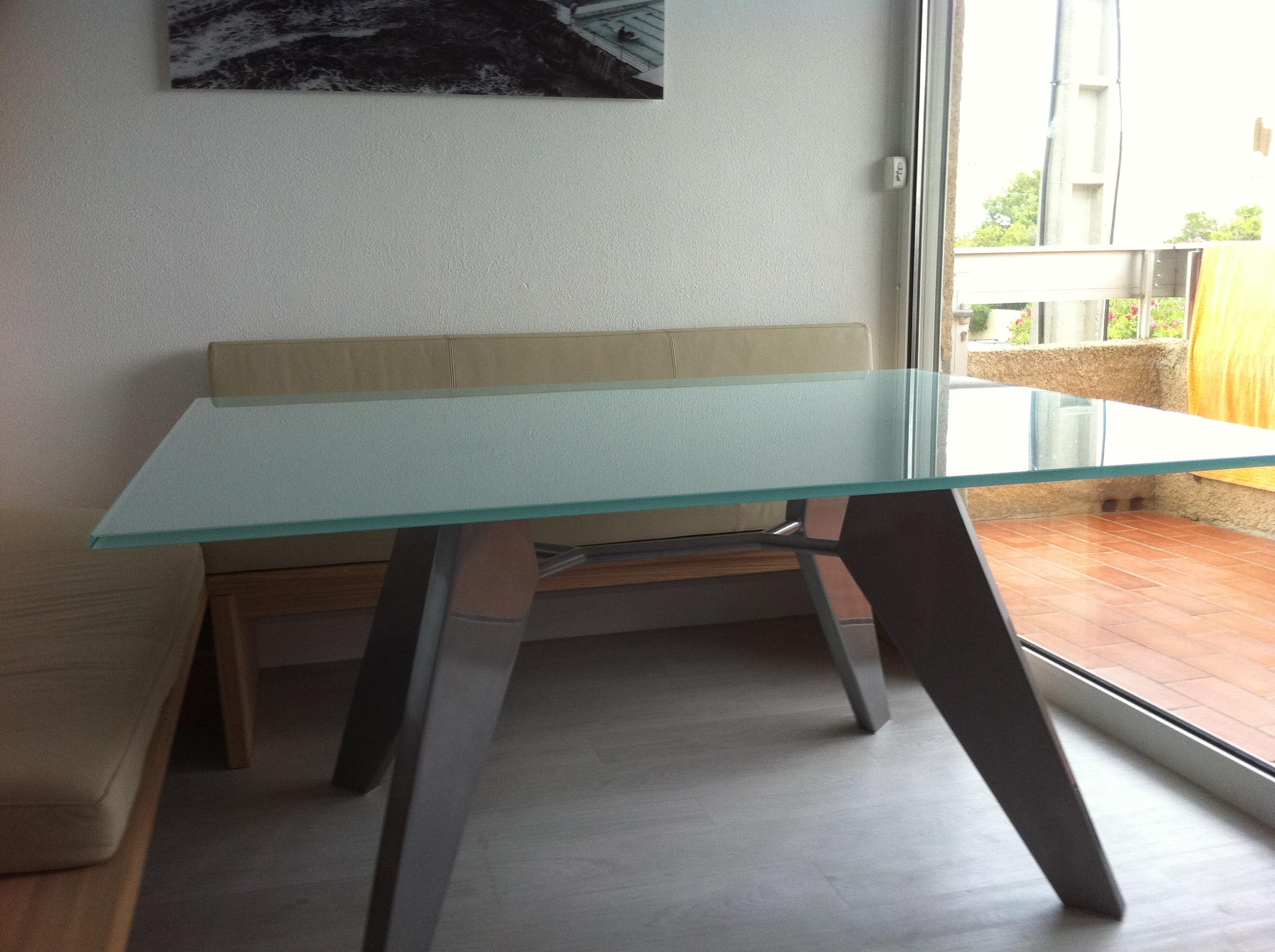 table en verre trempé dépoli