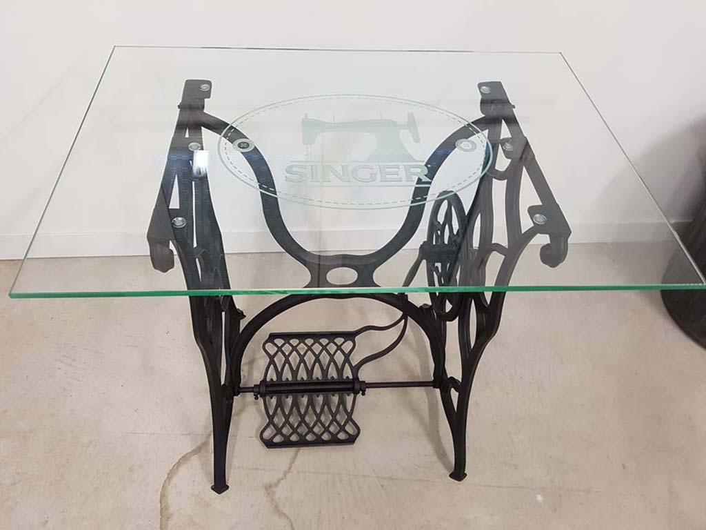 Gravure de plateau de table singer