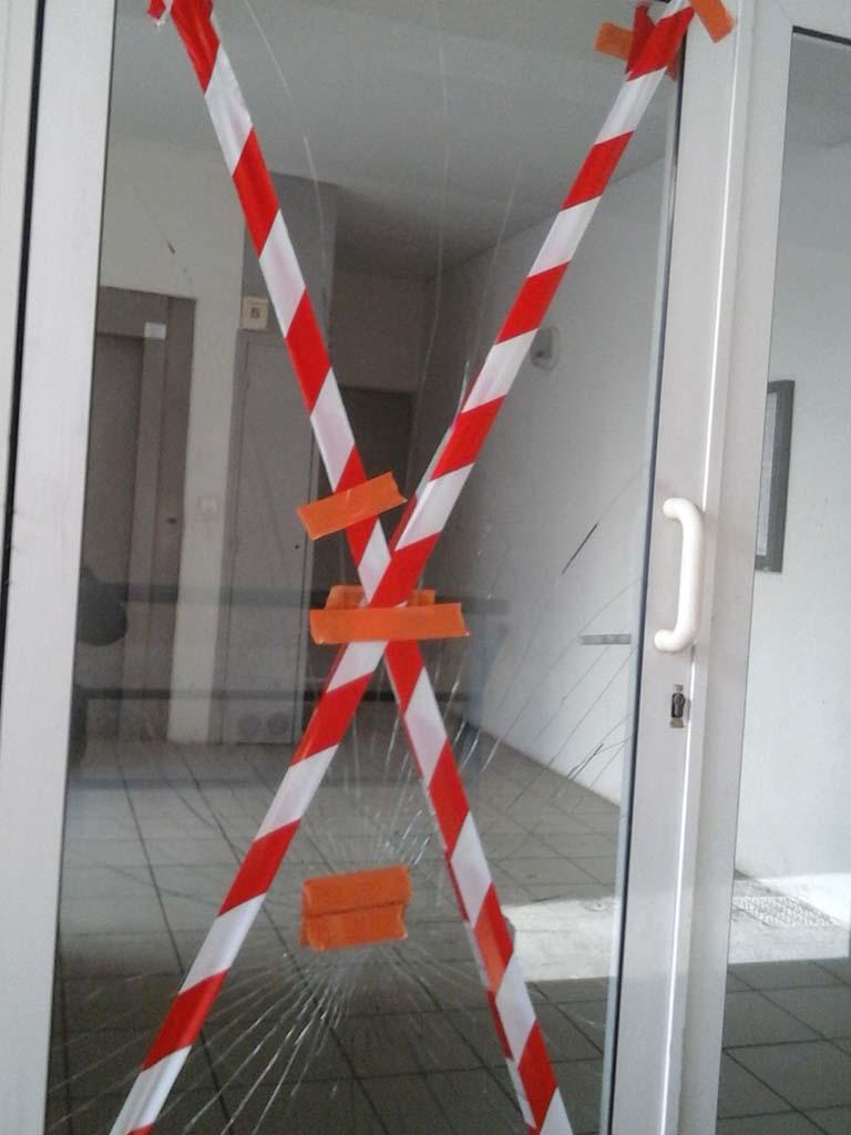 Remplacement sur porte d'entrée d'immeuble