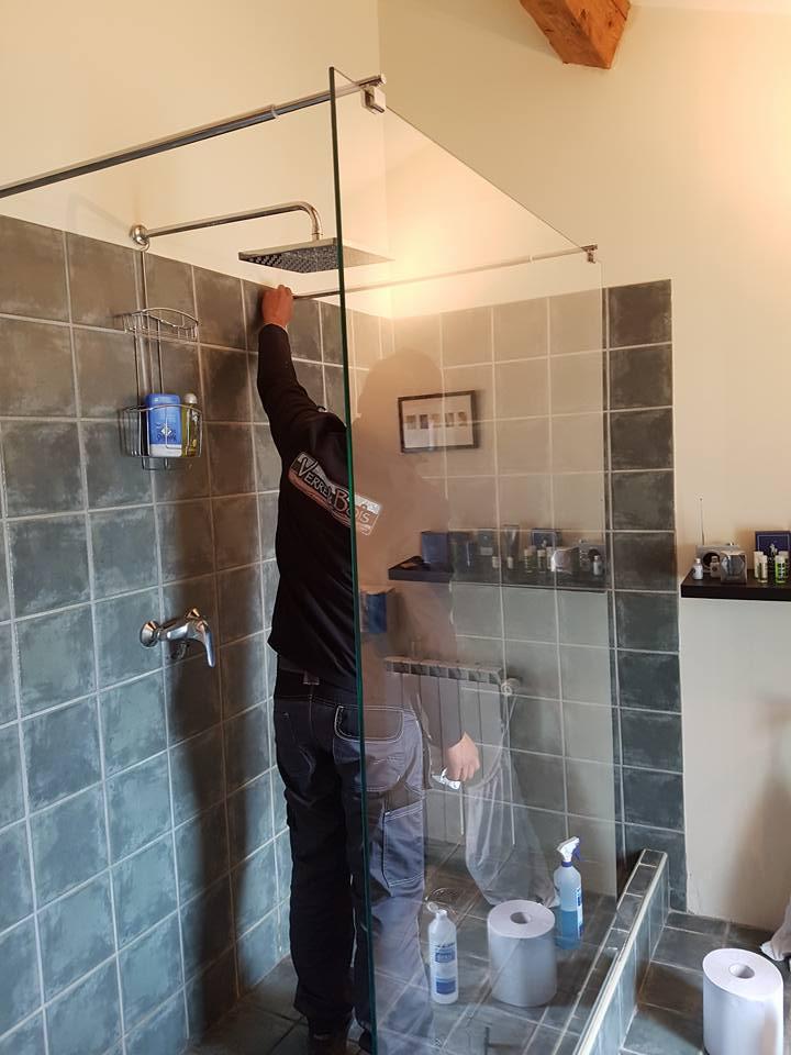Parois de douche avec 2 barres stabilisatrice