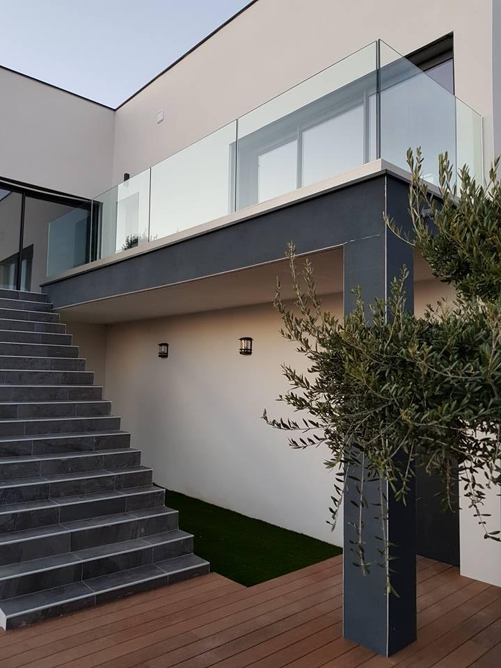 escalier menant à une terrasse